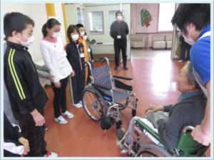御明神小学校車椅子贈呈式